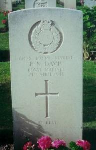 davis derrick headstone